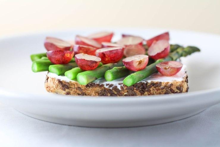 asparagus-grape-greek-yogurt-toast-2