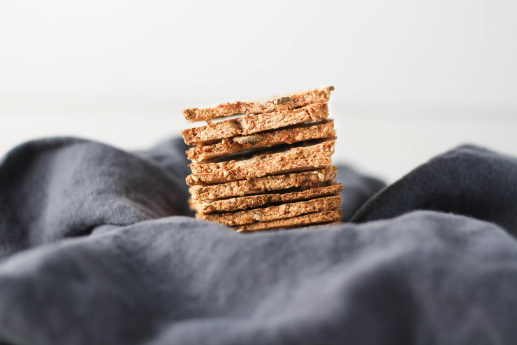 almond-pulp-crackers-gluten-free